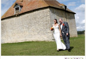 bride and groom at dovehouse notley tythe barn