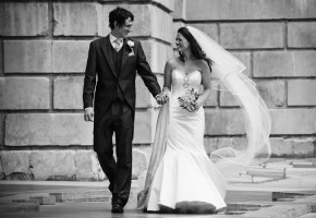 bride and groom outside st pauls cathederal
